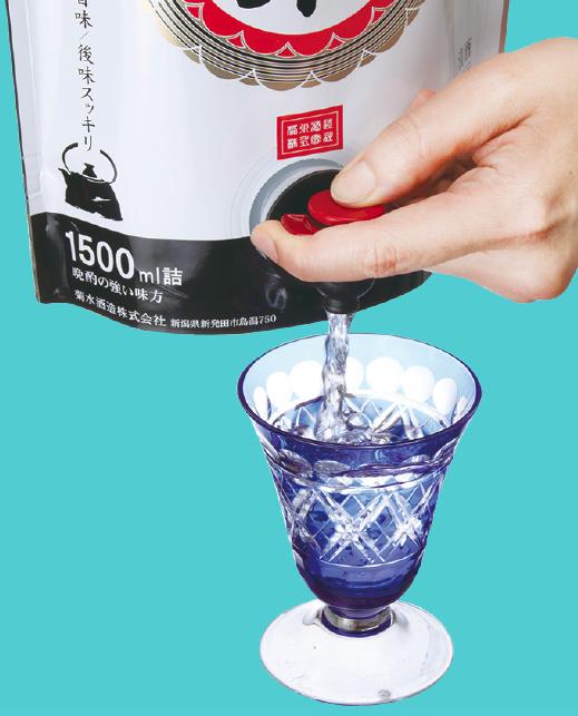 パウチパック日本酒の注ぎ方